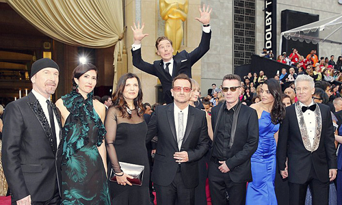Cumberbatch U2 photobomb