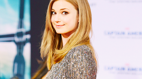 https://biggiesplace.files.wordpress.com/2014/04/emily-vancamp-3.png